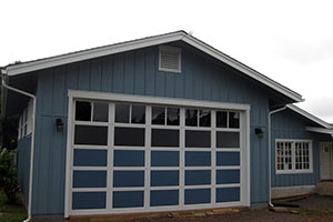 image of aluminum residential garage door Raynor