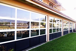 image of aluminum doors on restaurant by Raynor