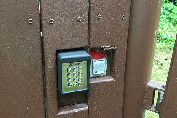 image of gate keypad entry installed by Raynor